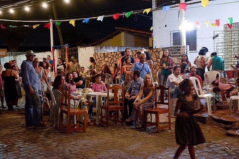 Festejo reúne moradores da rua e convidados para confraternizar