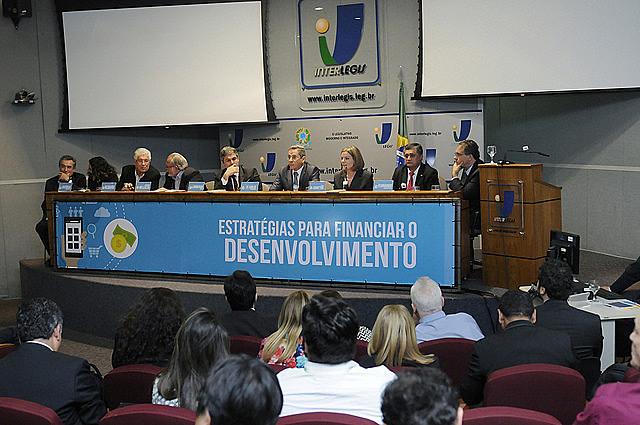 A oposição lançou, na última terça (13), a Frente Parlamentar em Defesa dos Bancos Públicos