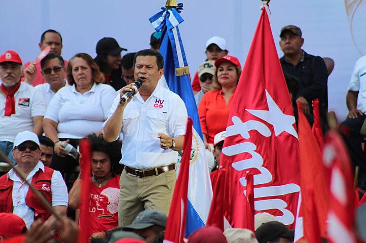 Hugo Martínez reuniu milhares de pessoas durante ato que marcou encerramento da campanha eleitoral