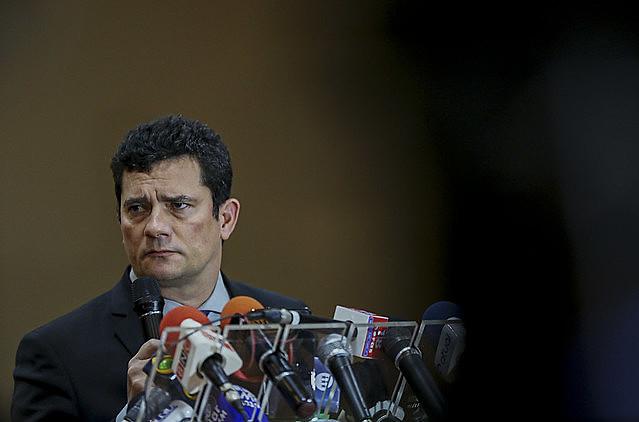 El exjuez Sergio Moro colaboró de modo secreto y antiético con los fiscales de la operación para ayudar a montar la acusación contra Lula