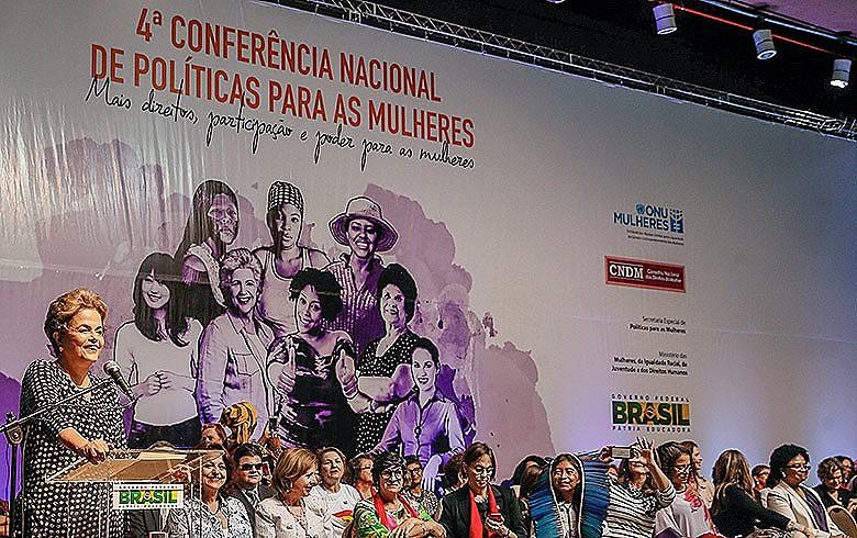 Dilma: 'Enquanto me mantiver de cabeça erguida, honrando as mulheres, ficará claro que cometeram contra uma inominável injustiça'
