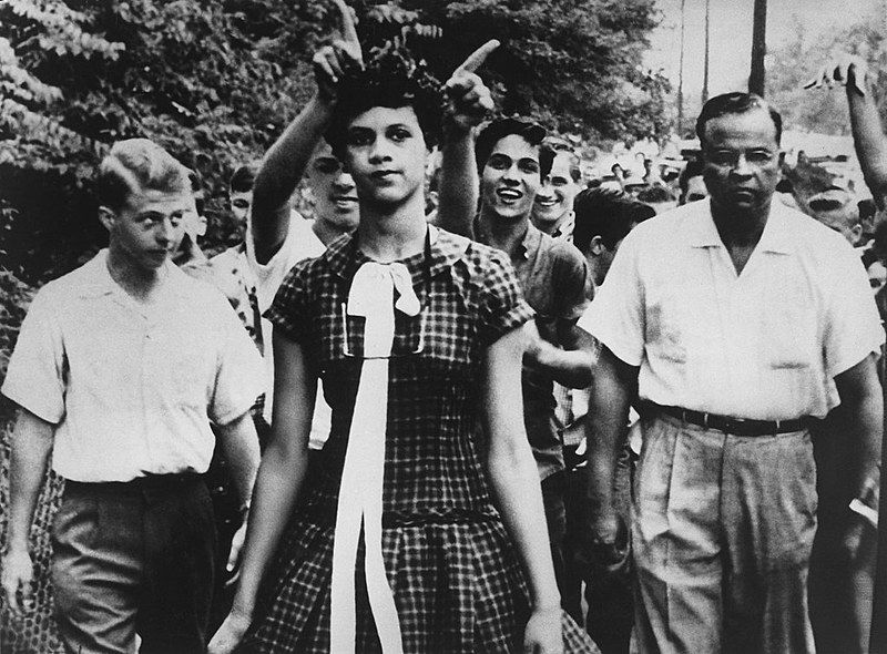 Dorothy Counts, primeira aluna negra da Universidade de Harry Harding e enfrentou o racismo diariamente