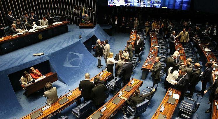 Discussão no plenário sobre o parecer da CCJ levou cerca de três horas