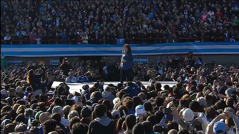 Cristina Kirchner em lançamento público da frente partidária Unidade Cidadã nesta terça (20)