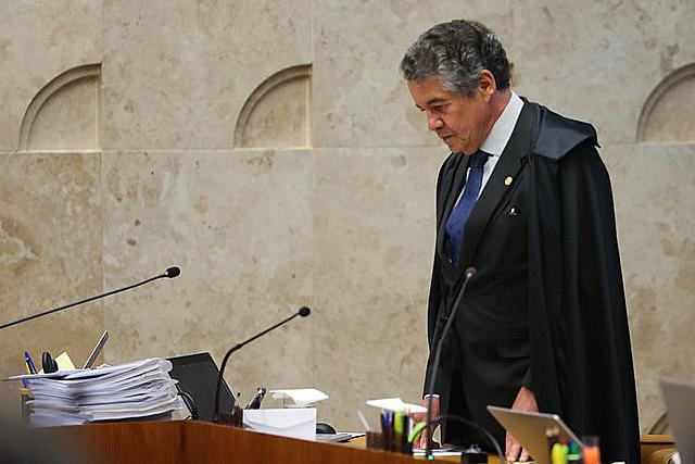 Marco Aurélio Mello emitió una medida cautelar para separar a Renan Calheiros, que resistió la decisión