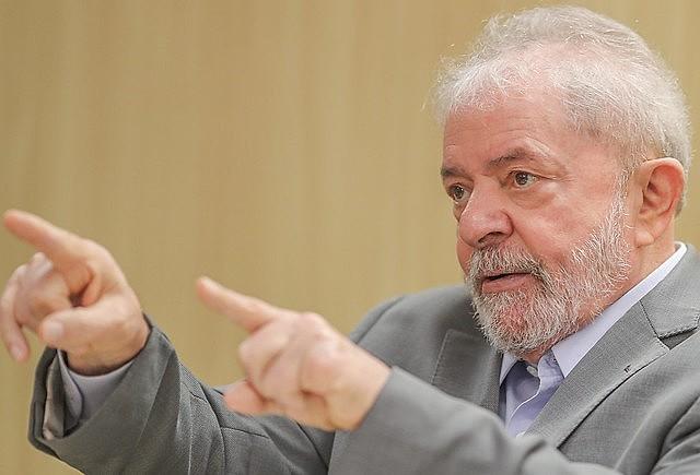 O ex-presidente Lula durante entrevista na sede da PF em Curitiba