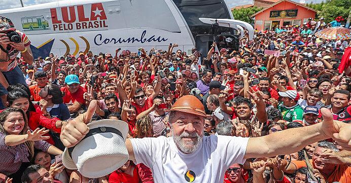 Ex-presidente Luiz Inácio Lula da Silva durante passagem da Caravana pelo Nordeste no Ceará