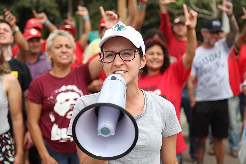 Vigília Lula Livre resiste há 167 dias em frente à sede da Polícia Federal