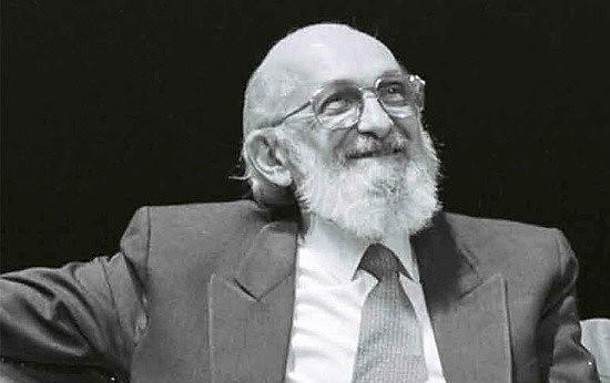 Premiado pelaUNESCOpor seu trabalho pela educação brasileira,Freirefoi alçado aPatrono da Educação Brasileiraem 2012.