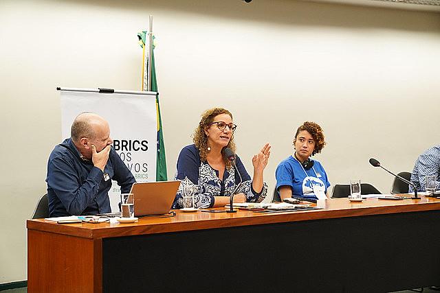 """""""Hay una bifurcación entre capitalismo y democracia"""", afirmó Jandira Feghali, una de las ponentes de la mesa"""