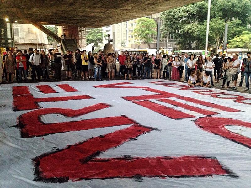 """""""Vigília da Democracia"""" reúne artistas no vão do MASP"""