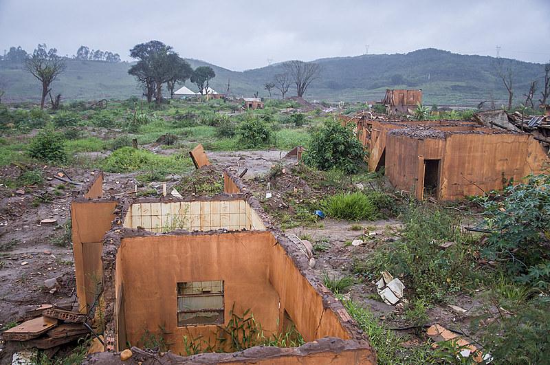Há quatro anos, a lama da barragem de Fundão, pertencente à Samarco (Vale e BHP Billiton), destruiu o povoado de Bento Rodrigues, em Mariana
