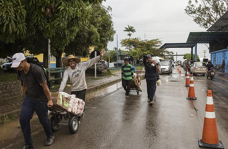 Segundo dados do Ministério de Indústria e Comércio, em 2018, o BrasilexportouUS$ 576,9milhões em produtos para a Venezuela