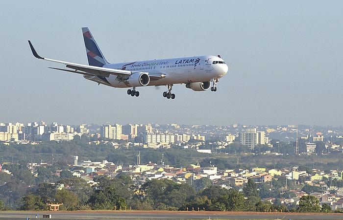 Senadores lembraram que a cobrança pelas bagagens não diminuiu o valor dos bilhetes aéreos