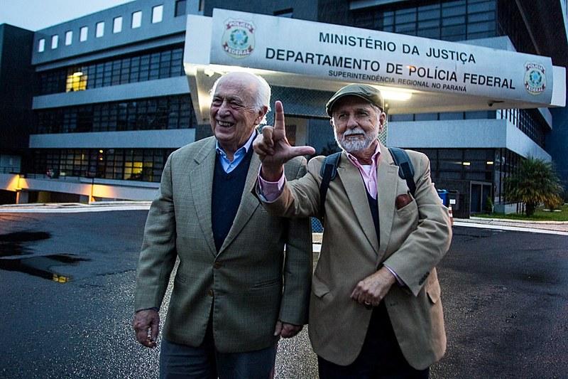 Economista e ex-chanceler após encontro com o ex-presidente, na Superintendência da Polícia Federal em Curitiba (PR)