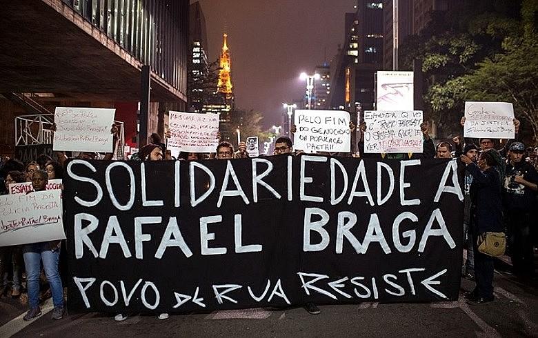 Vigília contra a prisão de Rafael Braga na avenida Paulista no último dia 25 de abril
