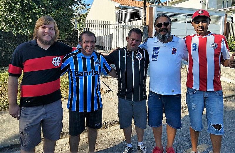 Torcidas do Atlético-PR, Grêmio, Paraná e Corinthians unidas em defesa da democracia