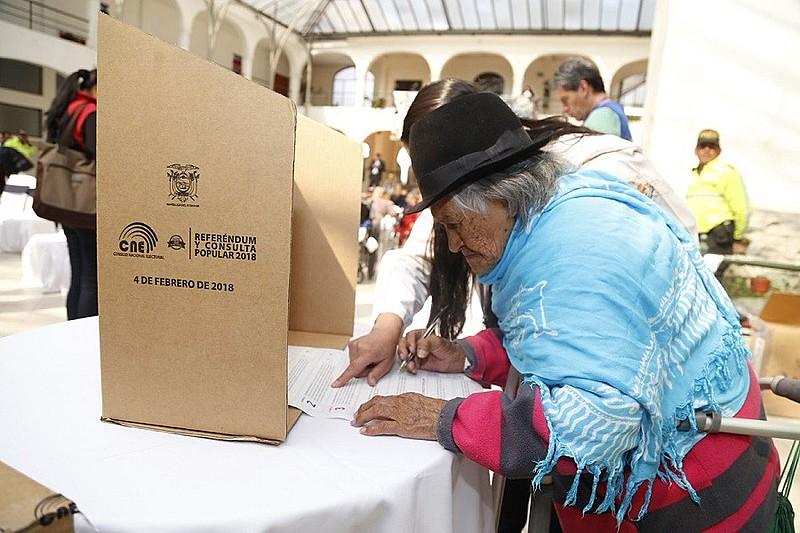 'Sim' venceu em todas as perguntas feitas no referendo do Equador.