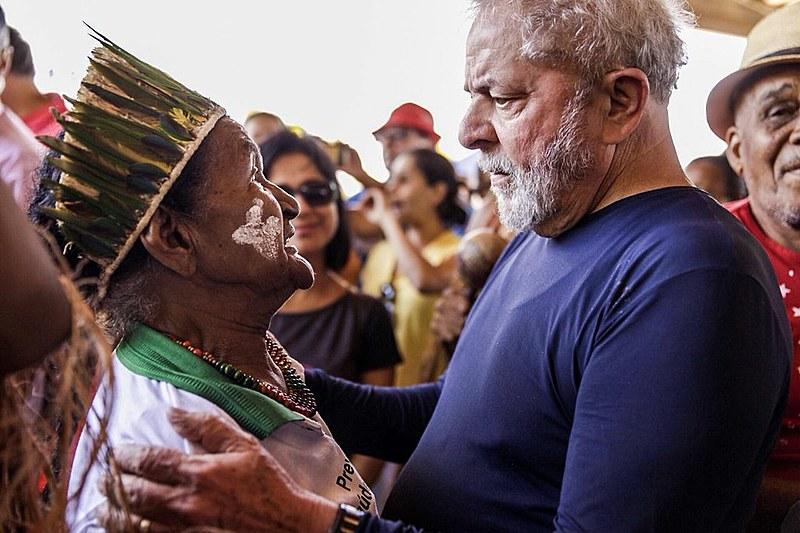 Avó de Uaikirê, Dona Benvina recebeu Lula com um ritual de boas-vindas, benção e agradecimento