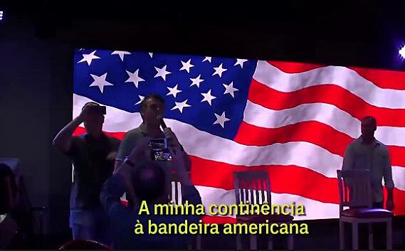 Jair Bolsonaro presta continência à bandeira dos Estados Unidos em Miami, nos Estados Unidos