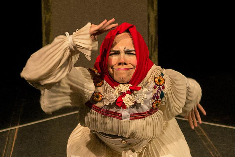 Exibição da peça Abrazo, dos Clowns de Shakespeare , inicia às 19h30