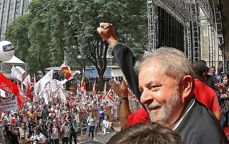 """""""Lula está preso há mais de um ano em processo que não transitou em julgado"""", afirmam policiais"""