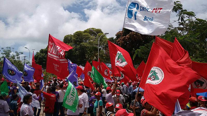 Lutar por direitos, organizar-se em grupos e movimentos populares parece ser a consequência lógica para quem está insatisfeito com o estado