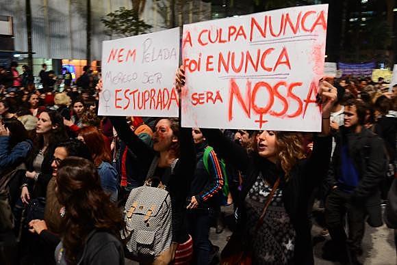 Ato Por Todas Elas reúne mulheres na Avenida Paulista para mais um protesto contra o estupro