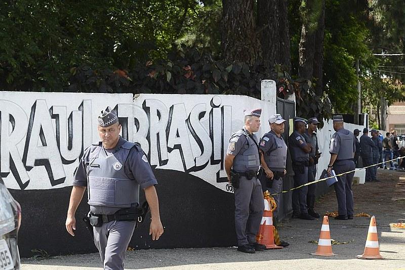 Militarização das escolas não é a solução para crimes como de Suzano, segundo especialistas
