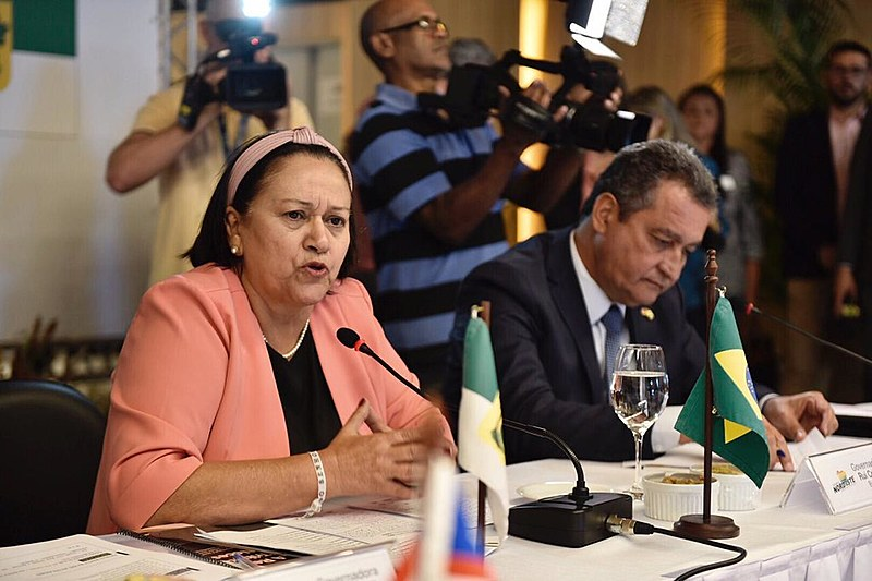Governadora do RN, Fátima Bezerra, em discurso na 4ª Assembleia Geral do Consórcio Nordeste, junto ao governador da Bahia, Rui Costa