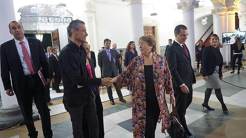 Neto de Allende, Pablo Sepúlveda, entregou carta à Michelle Bachelet durante sua visita à Venezuela