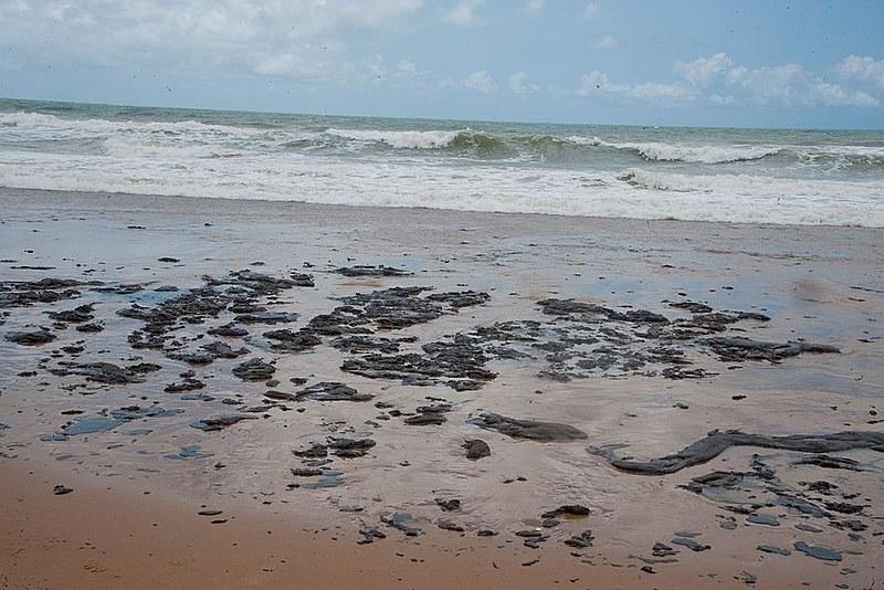 De acordo com oceanógrafo ouvido pelo Brasil de Fato, é impossível que o óleo tenha vindo da Venezuela