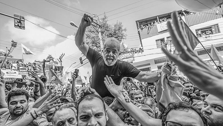 """""""Como migrante, trabalhador, líder sindical e visionário político, Luiz Inácio Lula da Silva passou sua vida lutando por democracia"""""""