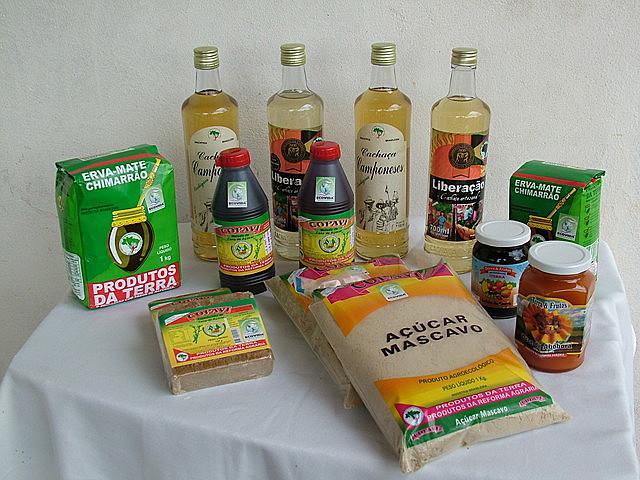 A COPAVI industrializa três produtos a partir da cana de açúcar, o açúcar mascavo, cachaça e o melado