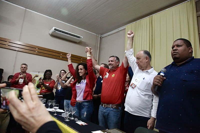 Aclamação de Pimenta (no centro de vermelho) significa unidade política, avalia o atual presidente do partido, deputado estadual Pepe Vargas