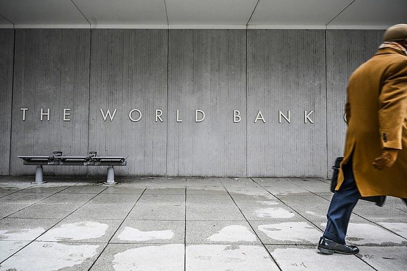 Pobreza e austeridade são uma solução econômica que está incorporada no modelo do Banco Mundial e do FMI, avalia Hudson