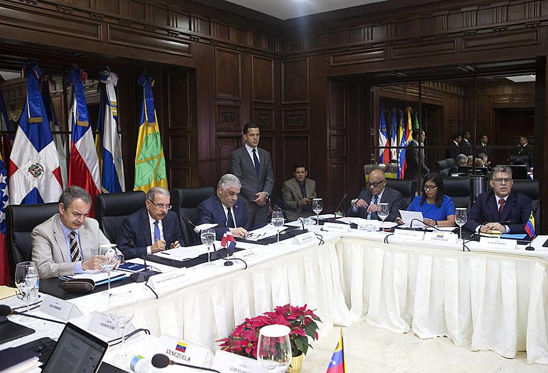 A oposição e o governo venezuelano voltaram a sentar na mesa de negociações na República Dominicana na última semana