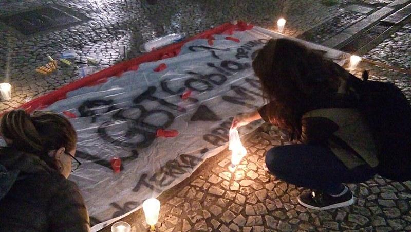 Velas foram acesas para representar a lembrança das mortes ocorridas no Brasil por crimes de ódio e preconceito devido a orientação sexual