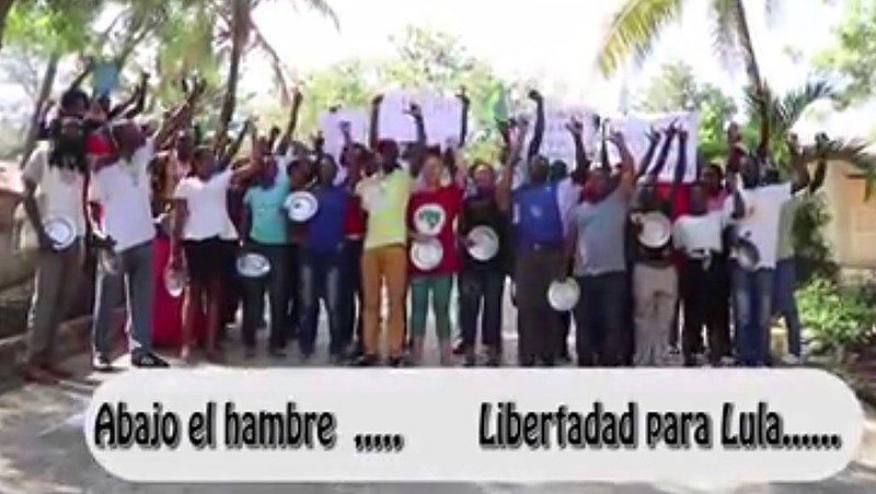 Ato pede libertação de Lula e apoia a luta dos militantes em greve de fome