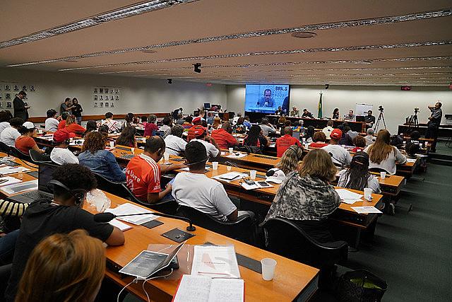 """Investigadores y militantes asisten al panel """"Imperialismo, Geopolítica internacional, el papel de los BRICS y de los pueblos"""""""