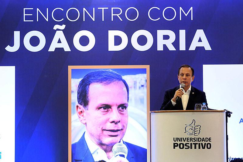 Desde que assumiu a prefeitura, João Dória Júnior passou mais de um mês longe do comando da maior cidade do país em viagens ao exterior