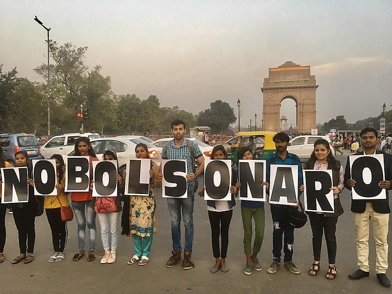 Manifestantes contra a presença de Bolsonaro como líder convidado pelo governo indiano para a comemoração do Dia da República