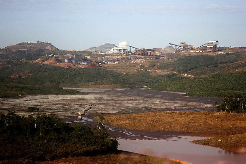 A barragem construída pela Anglo American ainda está em fase de alteamento, ou seja, aumento de tamanho.