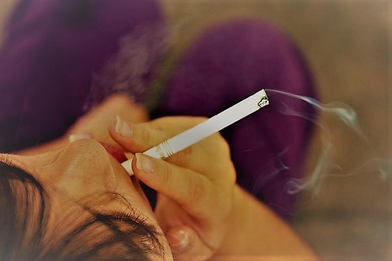 Souza Cruz usa universo das baladas, com youtubers e influencers para levar cigarros ao público jovem