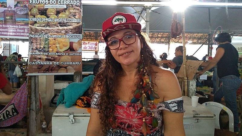 Foram 10 anos acampada até a conquista do assentamento, há quatro anos; hoje, Maria Alzenir é destaque na Feira da Reforma Agrária