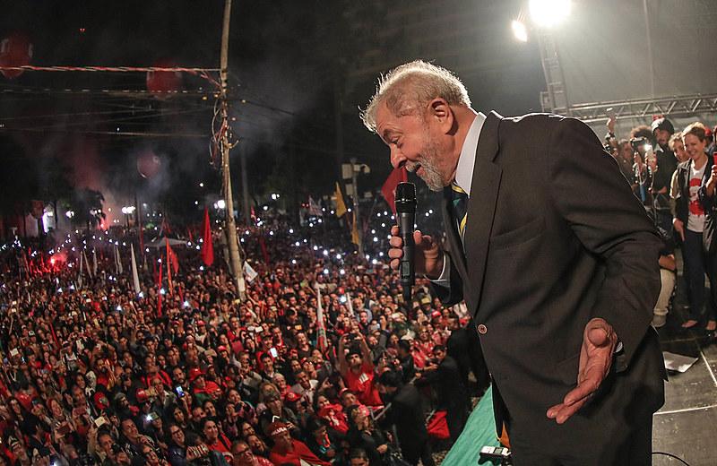 Seguidores de Lula e defensores do processo democrático deram uma demonstração de maturidade política