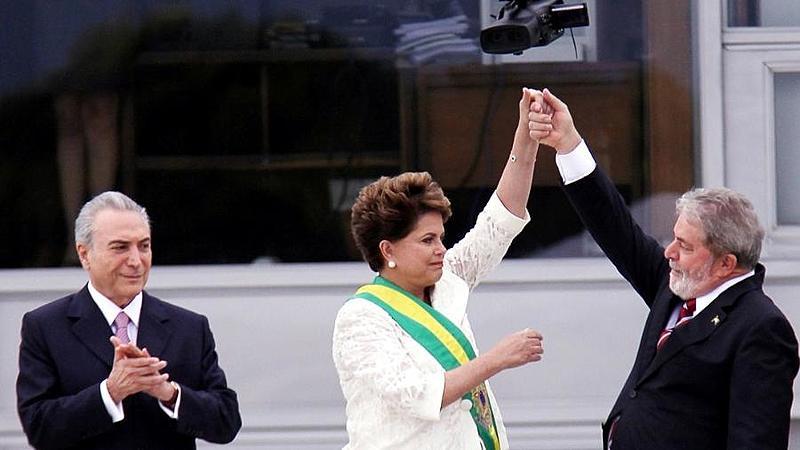 Diretora traça paralelos entre sua vida e os rumos do Brasil entre 2002 e 2018