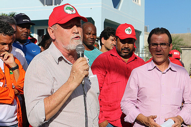 Líderes de los movimientos integrantes del Frente Brasil Popular se reunieron en Curitiba este lunes (9)