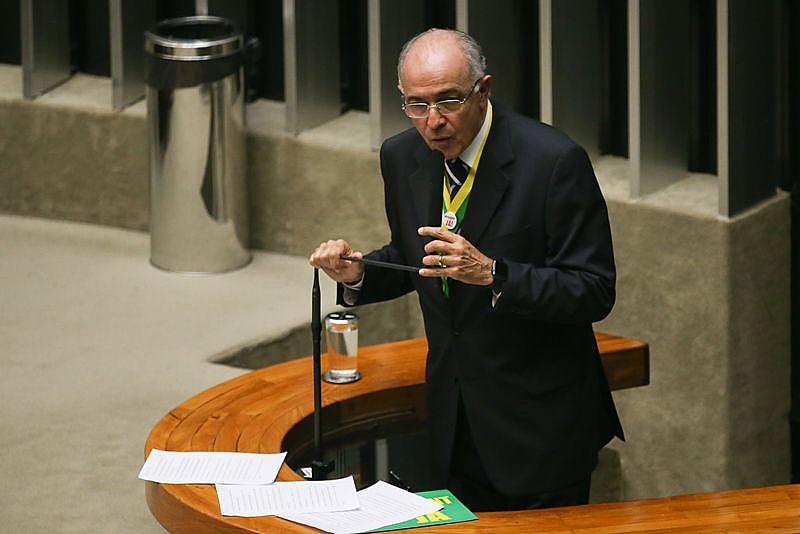 No parecer, José Carlos Aleluia negou que a lei queria mudar o regime de partilha de produção