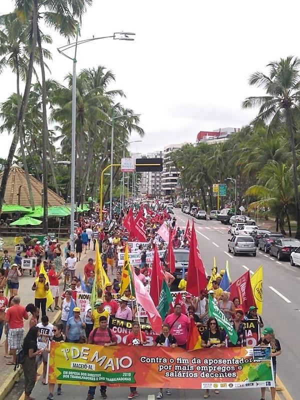 Milhares nas ruas da capital alagoana, nesse 1º de Maio, contra a Reforma da Previdência do governo Bolsonaro
